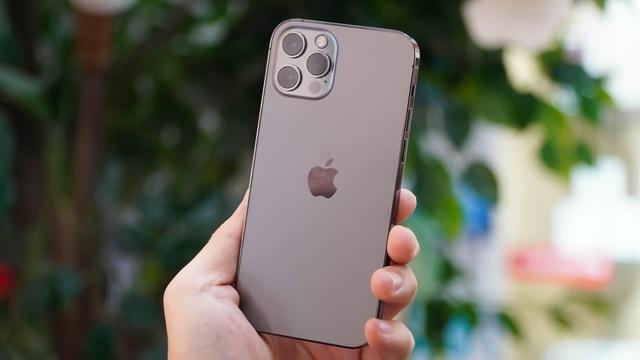 Loạt smartphone giảm giá cả chục triệu đồng đầu tháng 4 ảnh 4