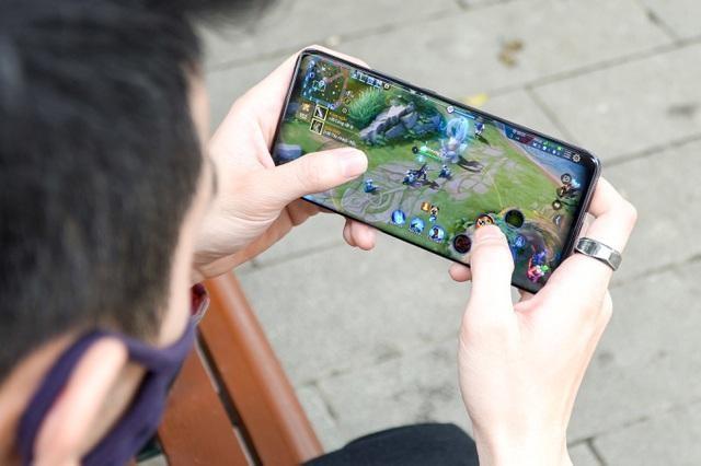 Loạt smartphone giảm giá cả chục triệu đồng đầu tháng 4 ảnh 8