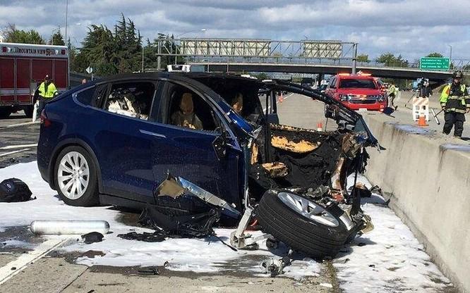 Lo ngại về an toàn trên xe tự lái Tesla ảnh 2
