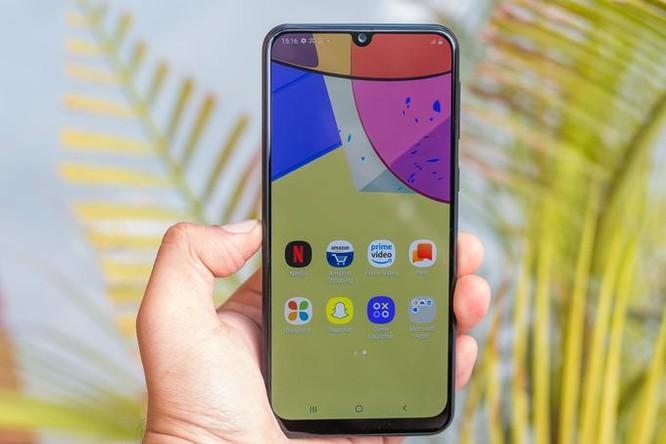 Smartphone tầm trung cũng sẽ dùng màn hình OLED ảnh 1