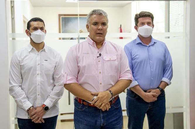 Trực thăng chở Tổng thống Colombia bị nã đạn ảnh 1