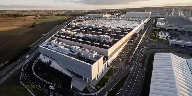 Bên trong một nhà máy sản xuất ô tô đạt chuẩn 4.0 có gì? ảnh 1