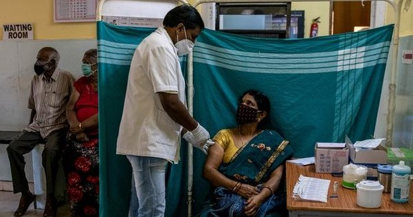 Châu Âu không cấp phép cho phiên bản vắc xin AstraZeneca do Ấn Độ sản xuất ảnh 1