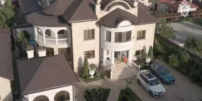 """Nga bắt cảnh sát """"mafia"""" sở hữu biệt phủ dát vàng như cung điện ảnh 2"""