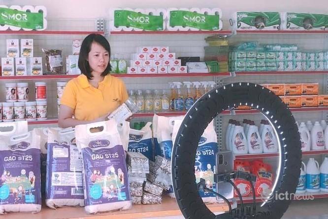 Bưu chính livestream bán thực phẩm, hàng thiết yếu cho người dân các vùng dịch ảnh 1