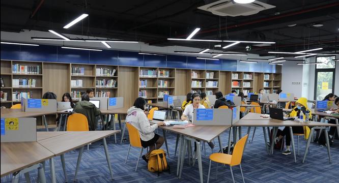 Bộ trưởng Nguyễn Mạnh Hùng nói về chuyển đổi số giáo dục ảnh 2