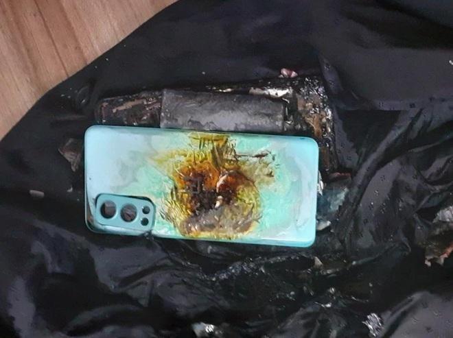 Mới mua hơn 2 tuần, smartphone bất ngờ phát nổ khiến chủ nhân bị thương ảnh 2