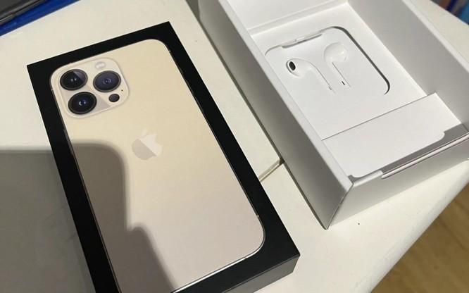 Quốc gia duy nhất trên thế giới bán iPhone 13 kèm tai nghe ảnh 1
