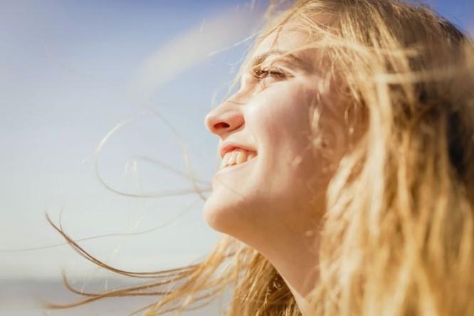 Né tránh ánh sáng Mặt trời, bạn đã bỏ lỡ cơ hội cải thiện sức khoẻ ! ảnh 1