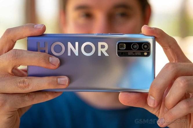 Ông Nhậm Chính Phi hy vọng Honor sẽ vượt Huawei để trở thành đối thủ cạnh tranh toàn cầu ảnh 1