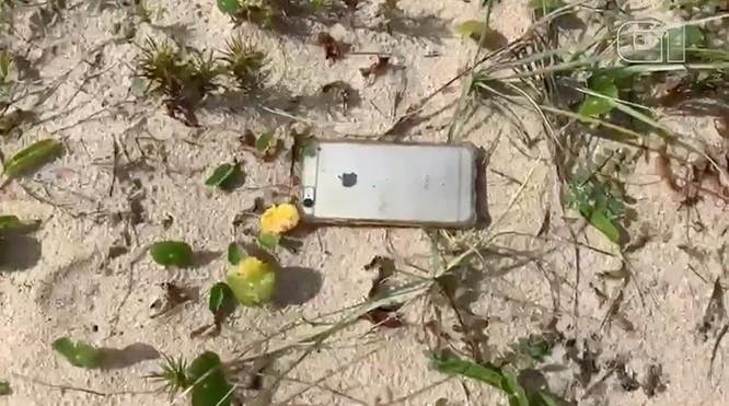 """""""Nồi đồng cối đá"""" như iPhone, rơi từ máy bay xuống đất vẫn hoạt động bình thường ảnh 1"""