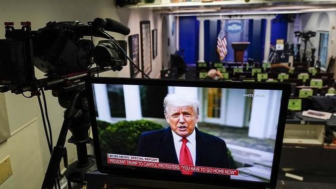 Nhiều mạng xã hội đồng loạt xóa video ủng hộ người biểu tình của ông Trump ảnh 1