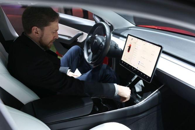 Thách thức Tesla, nhà sản xuất ô tô điện Trung Quốc ra mắt tính năng tự lái trên đường cao tốc ảnh 1