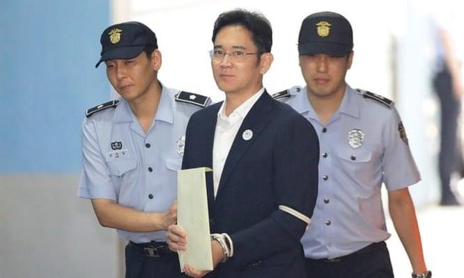 """""""Thái tử"""" ngồi tù, Samsung bị ảnh hưởng thế nào? ảnh 1"""