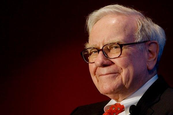 Warren Buffett bán cổ phiếu dược phẩm, ngân hàng, rót tiền vào cổ phiếu viễn thông, dầu khí ảnh 1