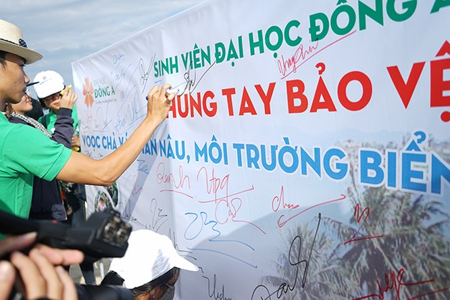 Đà Nẵng, linh trưởng, môi trường, chữ ký, lên tiếng, bảo vệ biển, voọc chà vá chân nâu, VietTimes