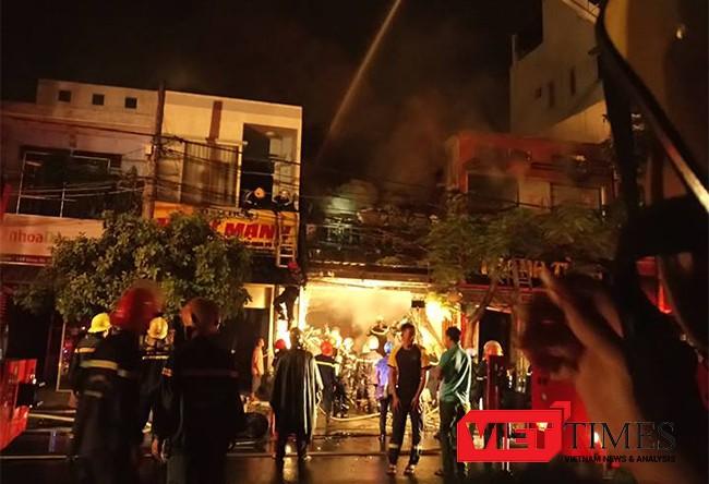 cháy nhà, Đà Nẵng, nửa đêm, mưa lớn, hảo hoạn, thiêu rụi, VietTimes