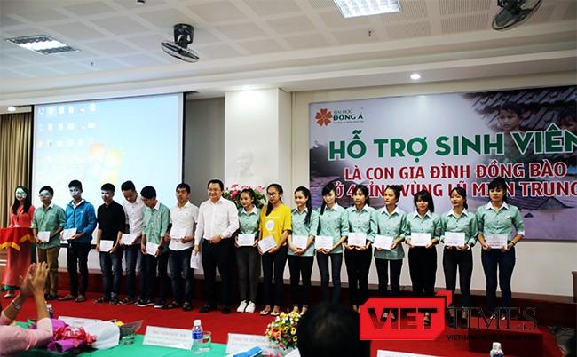Đoàn thanh niên, Đại học Đông Á, sinh viên, đập heo đất, tiết kiệm, ủng hộ, người dân, vùng lũ, miền Trung, VietTimes