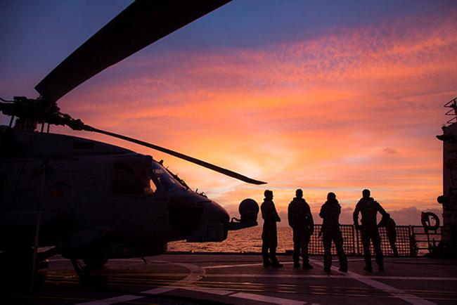 Hải quân Australia, khu trục, HMAS WARRAMUNGA,Hải quân Hoàng gia, Cảng quân sự Cam Ranh, tên lửa hành trình, VietTimes
