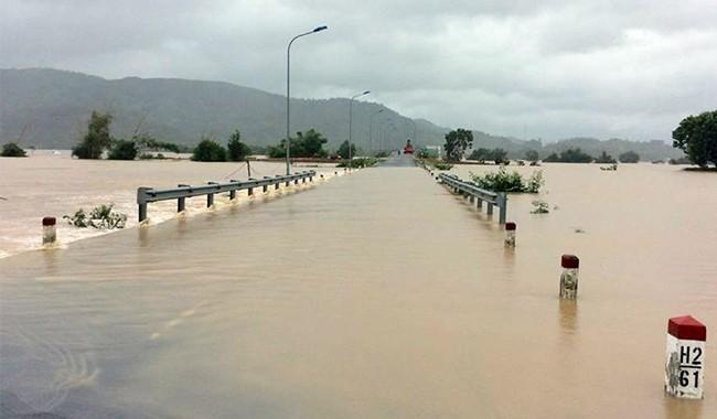 lũ lụt, miền trung, bão, thiệt hại, cứu đói, khẩn cấp, VietTimes