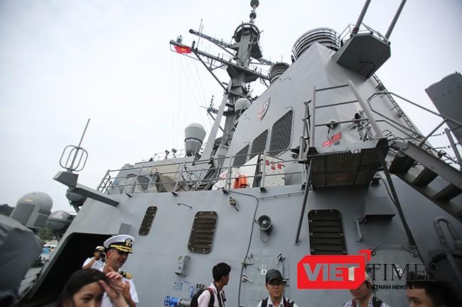 Tàu khu trục, tên lửa dẫn đường, chiến hạm, USS Mustin, DDG 89, Hải quân Mỹ, cảng quốc tế Cam Ranh, Việt Nam, VietTimes