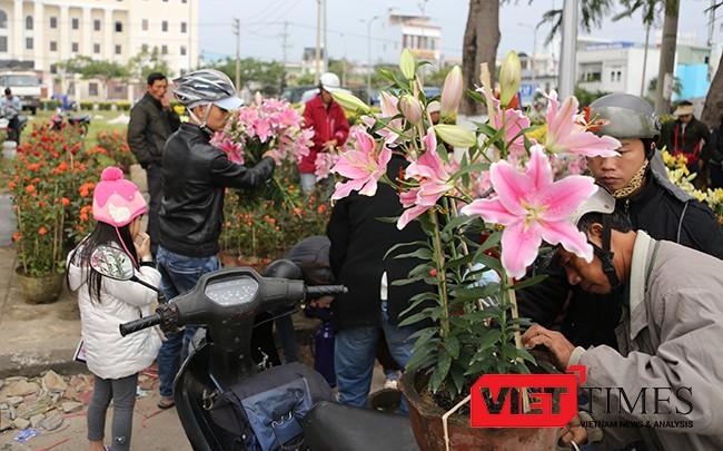 VietTimes, Mưa kéo dài, kinh doanh khó khăn, Chủ tịch UBND, TP Đà Nẵng, Huỳnh Đức Thơ, giảm giá, 50%, tiền thuê mặt bằng, bán hoa Tết, tiểu thương.