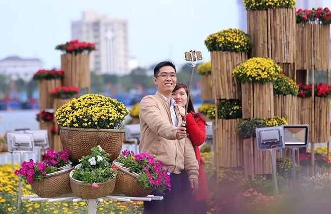 VietTimes, sáng 30 Tết, Đinh Dậu 2017, Đà Nẵng, đường hoa, Bạch Đằng