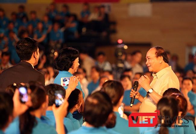 Thủ tướng Nguyễn Xuân Phúc xuống đối thoại tận nơi với người lao động