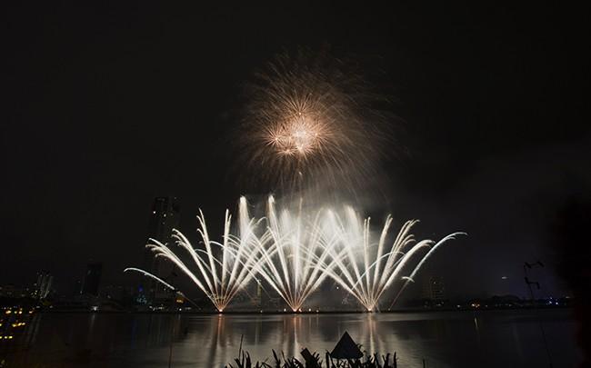 Mãn nhãn đêm khai mạc Lễ hội pháo hoa quốc tế Đà Nẵng 2017 ảnh 33