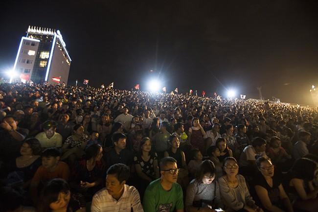 Khán giả mãn nhãn với màn trình diễn của đội Việt Nam