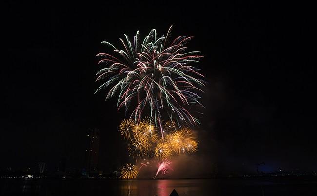 Mãn nhãn đêm khai mạc Lễ hội pháo hoa quốc tế Đà Nẵng 2017 ảnh 10