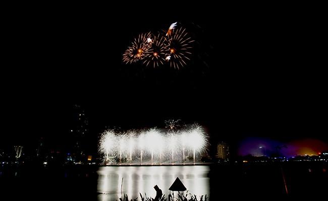 Mãn nhãn đêm khai mạc Lễ hội pháo hoa quốc tế Đà Nẵng 2017 ảnh 17