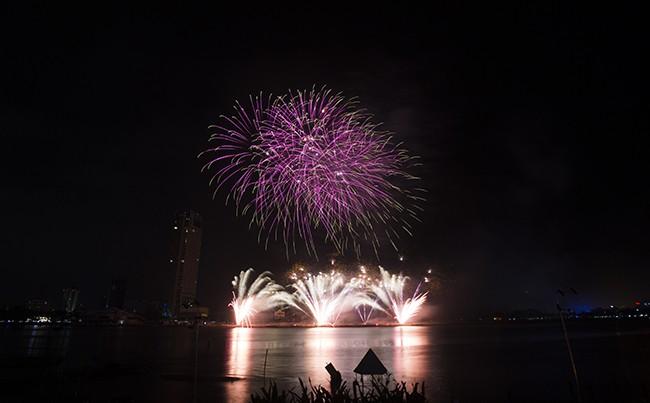 Mãn nhãn đêm khai mạc Lễ hội pháo hoa quốc tế Đà Nẵng 2017 ảnh 12
