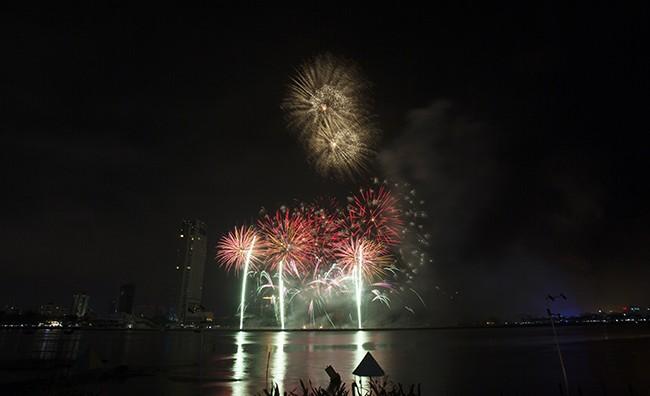 Mãn nhãn đêm khai mạc Lễ hội pháo hoa quốc tế Đà Nẵng 2017 ảnh 11