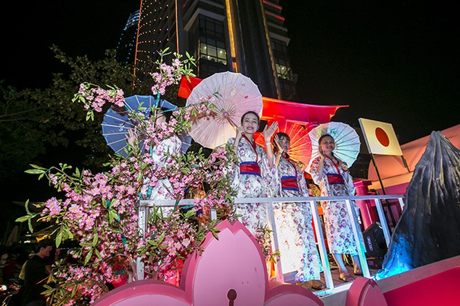 Xe hoa mang đậm biểu trưng đất nước Nhật Bản