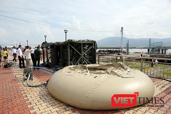 Thiết bị lọc nước hiện đại của Hải quân Mỹ được huy động đến hiện trường