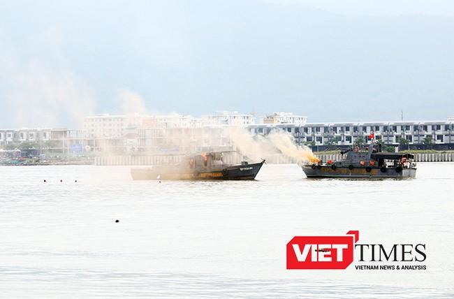 Tình huống gải định là vụ va chạm tàu chờ dầu và tàu du lịch trên sông Hàn