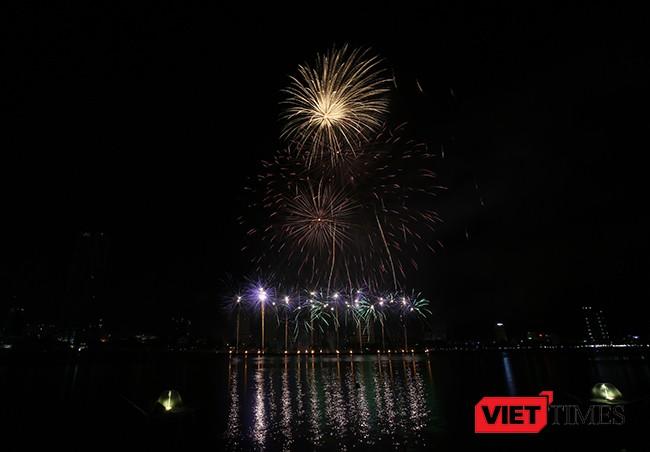 """Lễ hội pháo hoa Đà Nẵng 2017: Mãn nhãn với """"Trận chung kết sớm"""" giữa Úc và Ý ảnh 13"""
