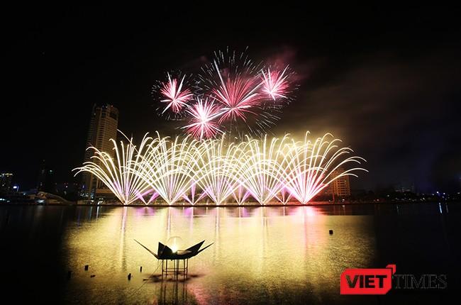 """Lễ hội pháo hoa Đà Nẵng 2017: Mãn nhãn với """"Trận chung kết sớm"""" giữa Úc và Ý ảnh 30"""