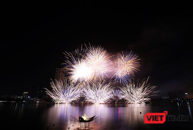 """Lễ hội pháo hoa Đà Nẵng 2017: Mãn nhãn với """"Trận chung kết sớm"""" giữa Úc và Ý ảnh 34"""