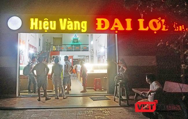 Cơ quan chức năng điều tra vụ cướp tại tiệm vàng Đại Lợi (đường Lê Văn Hiến, quận Ngũ Hành Sơn, TP Đà Nẵng)