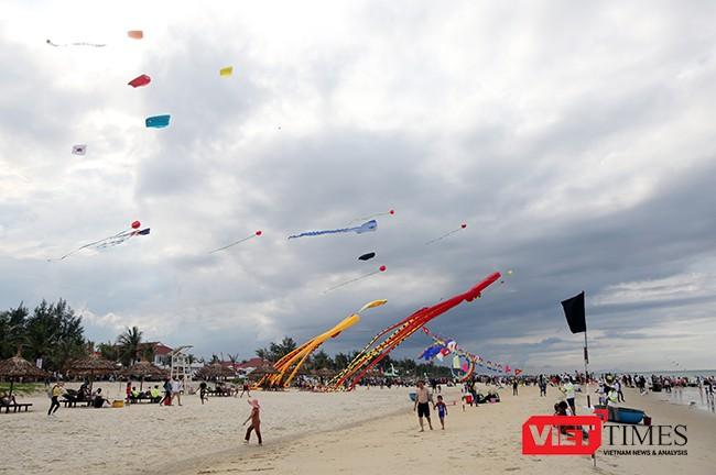 Ảnh: Ngắm những cánh diều tại Festival Diều quốc tế Quảng Nam năm 2017 ảnh 1