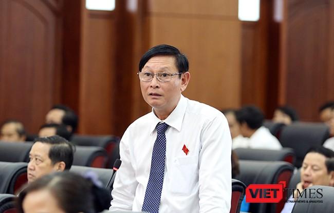 Đại biểu Cao Xuân Thắng chất vấn Giám đốc Sở Xây dựng Vũ Quang Hùng về quy hoạch bãi đỗ xe