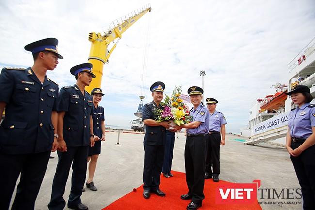 Lực lượng Cảnh sát biển Vùng 2 (Việt Nam) chúc mừng tàu Badaro đến Đà Nẵng