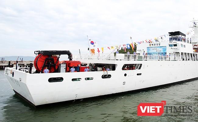 Cùng sân bay trực thăng phía đuôi tàu, giúp tàu có thể mở rộng phạm vi hoạt động trên biển