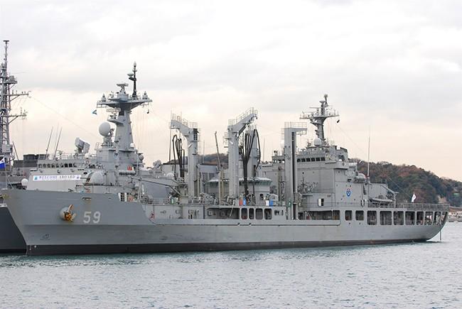 Tàu hậu cần ROKS HWACHEON (AOE-59) của Hải quân Hàn Quốc (Ảnh Korea Navy)