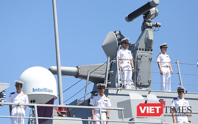 Cận cảnh uy lực của bộ đôi tàu khu trục Hải quân Hàn Quốc tại Đà Nẵng ảnh 13