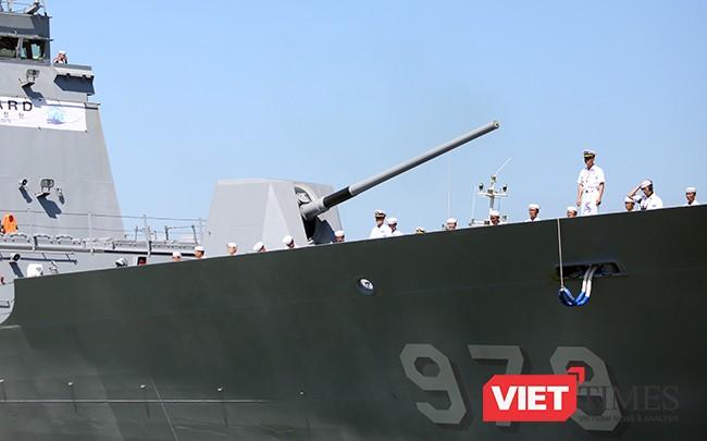 Hệ thống pháo hạm được trang bị tại mũi tàu
