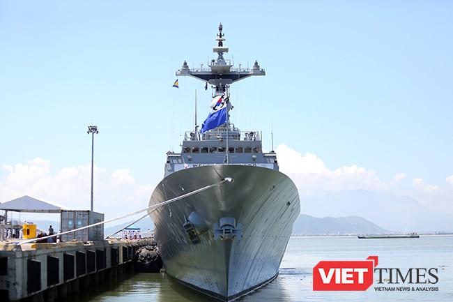 Tàu khu trục tên lửa ROKS Kang Gam Chan (DDH-979) tại cảng Tiên Sa (Đà Nẵng)
