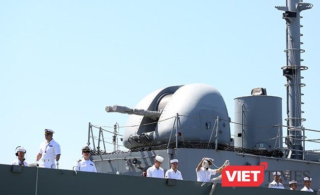 Tàu được trang bị hệ thống pháo hạm để tự vệ